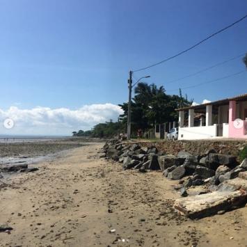 A casa branca, na beira da praia, é a minha fonte da juventude.